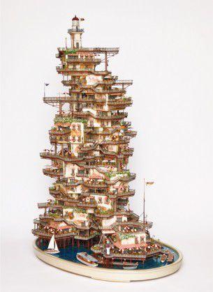 Takanori Aiba, scultore giapponese, presenta le sue ultime opere: piccoli mondi minuziosamente costruiti sull'antica tradizione giapponese del bonsai.