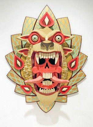 Aj Fosik, artista originario di Detroit ora residente a Portland, intaglia e assembra con il legno centinaia di pezzi per creare maschere uniche che si rifanno alla tradizione artistica popolare americana e alla moderna tassidermia.